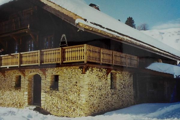 1993 - montage de la décoration de bois autour du chalet
